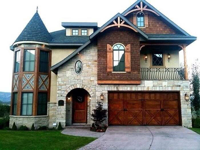 love this house, except the castle looking thing on the side ...