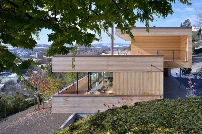 Moderne holzhäuser am hang  haus am hang holzfassade verwitterte farbe | Terrasse | Pinterest ...