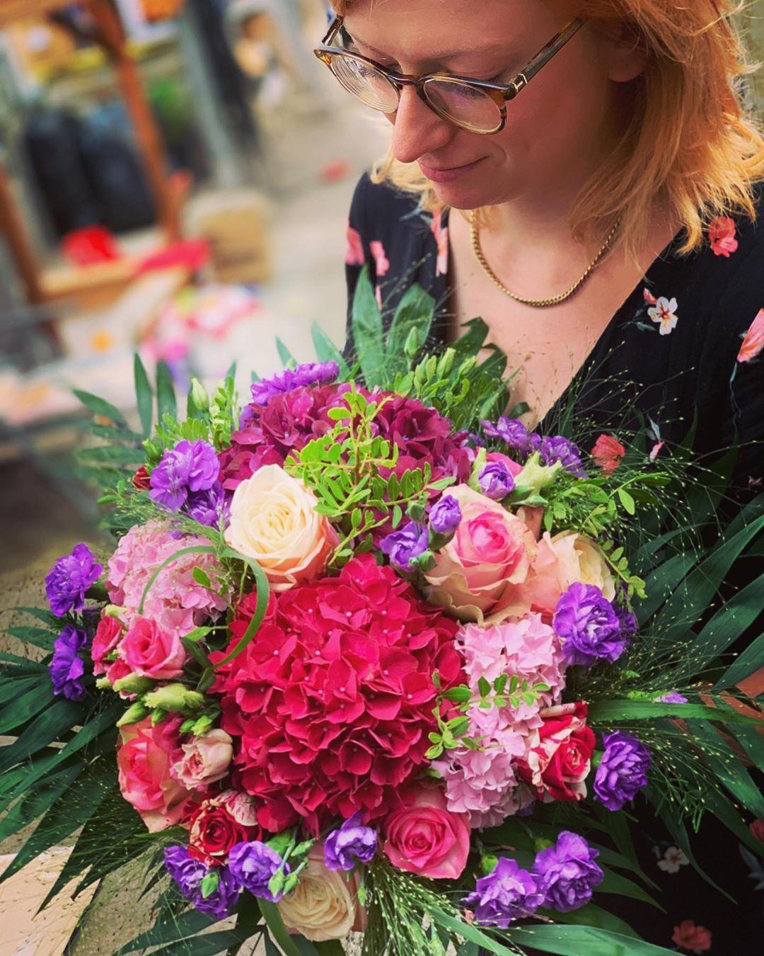 Valentinstag Ist Erst Wieder Irgendwann Im Februar Heute Blumen Mitbringen Ware Wirklich Eine Uberraschung Blumen Hortensien Blumen Blumenstrauss