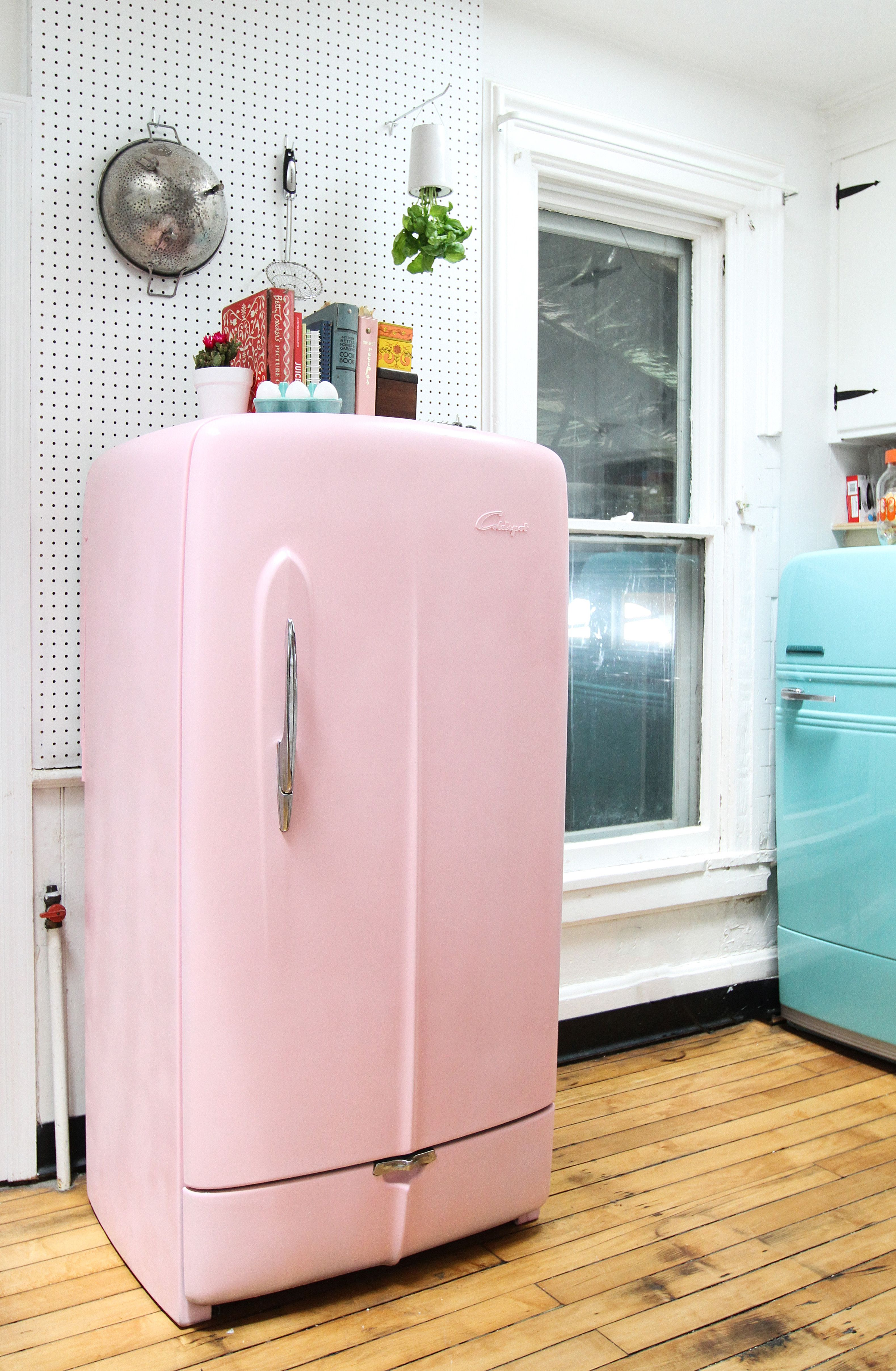 Wishing For A Colorful Smeg Fridge Heres How To Paint Vintage Refrigerator Instead Apartment Therapy Tutorials