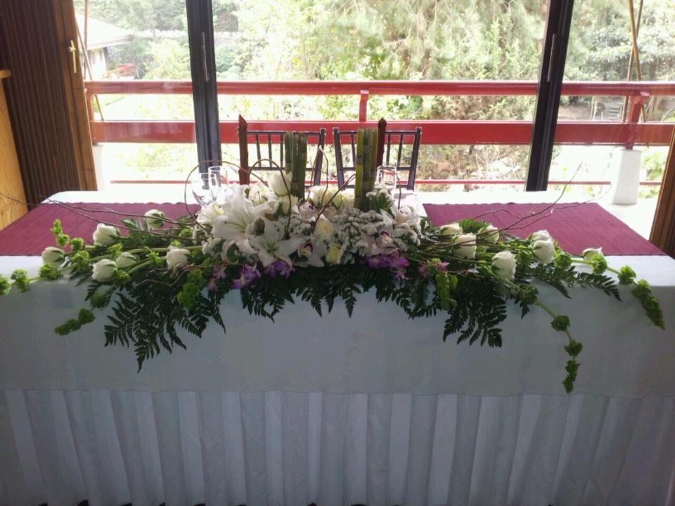 Arreglo Floral Para Mesa Principal Diseñado Para Un Evento En La