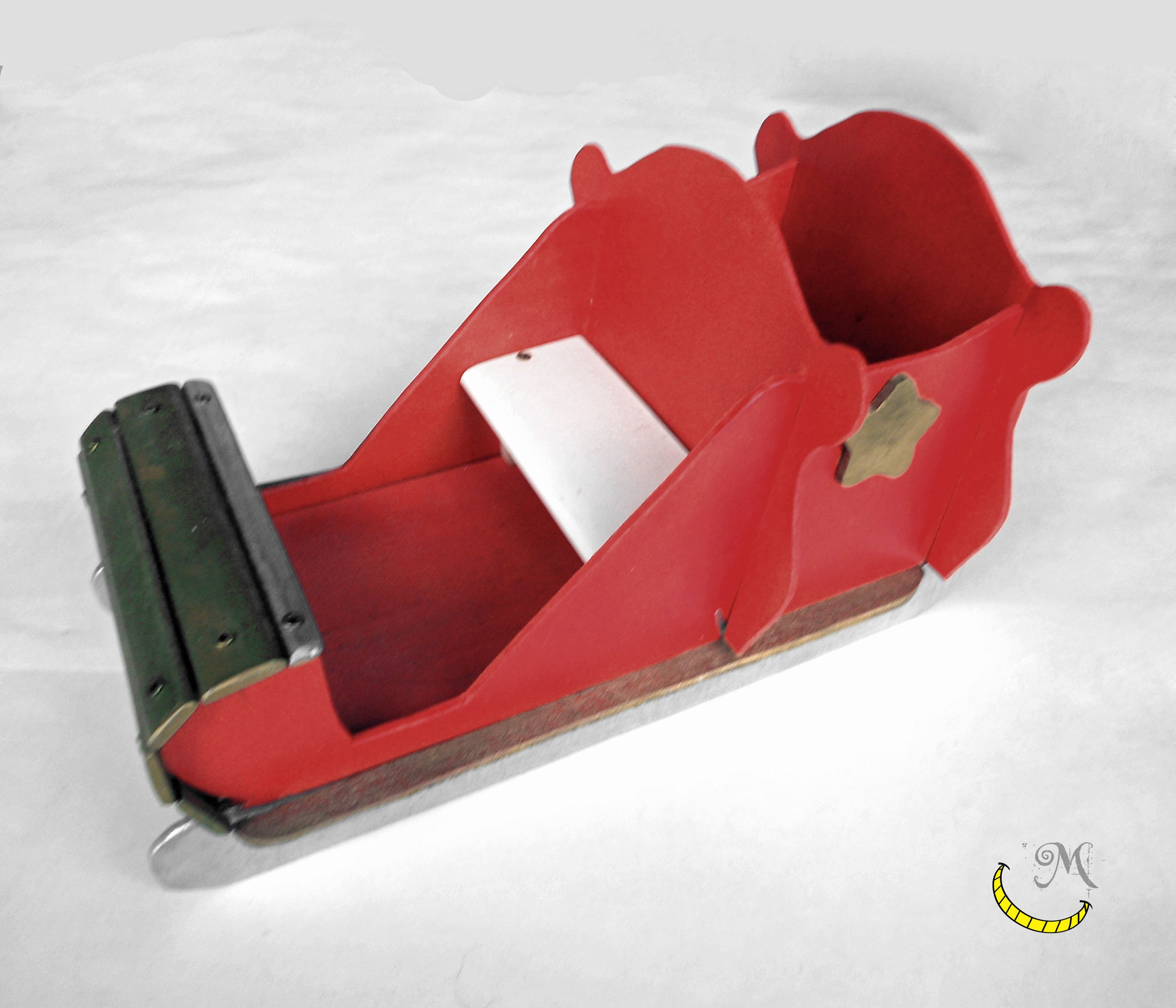 This sleigh of Santa Claus is entirely hand-built with recycled wood; to be filled with sweets and candies for the Christmas holidays. Hand painted. On sale here: http://it.dawanda.com/product/88890607-slitta-di-babbo-natale-in-legno-riciclato Sleigh Santa Claus recycled wood Christmas holidays Malice craftland ecofriendly Upcycled creative italian handicraft diy Follow me on fb: https://www.facebook.com/MaliceCrafts