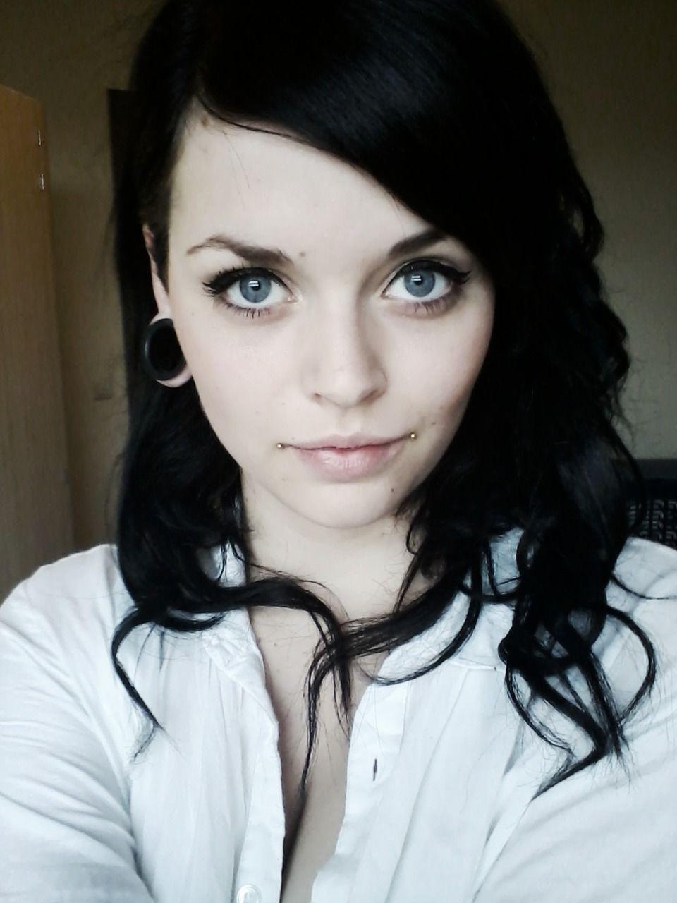 Love her dahlia bites Omg! she's so pretty :c