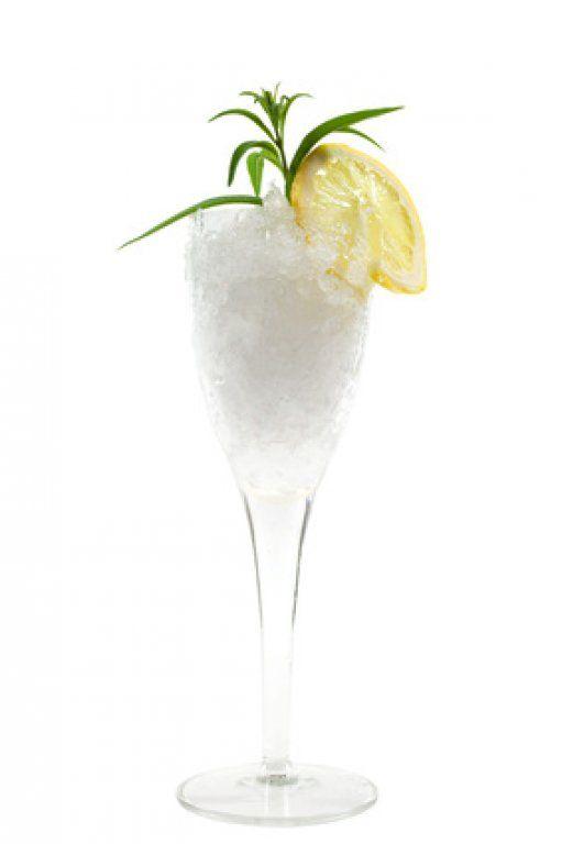 Ein Zitronen-Wodka-Sorbetto ist auf jeder Party garantiert ein Hit.