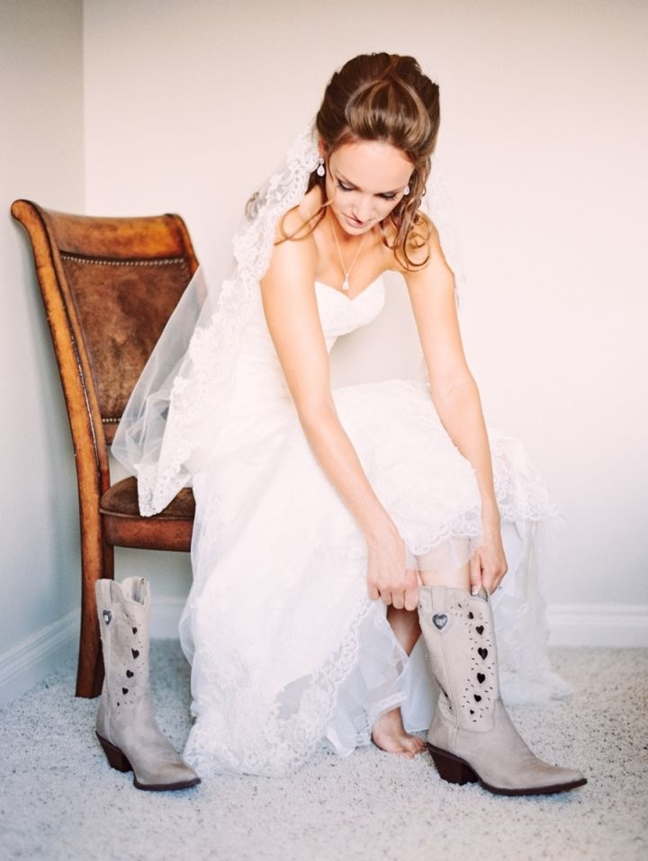 Bridal cowboy boots | bride wears cowboy boot in ivory color #brideboots #bridalboots #cowboybride