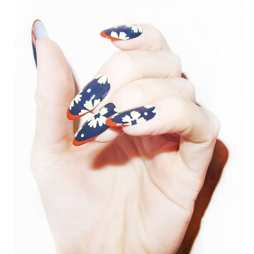 Nail Art Terdekat Dari Sini: French Manicure Nails, Floral