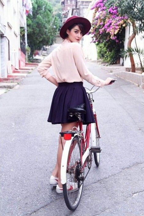 I Don T Know How To Ride A Bike But Wearing Skater Skirt While