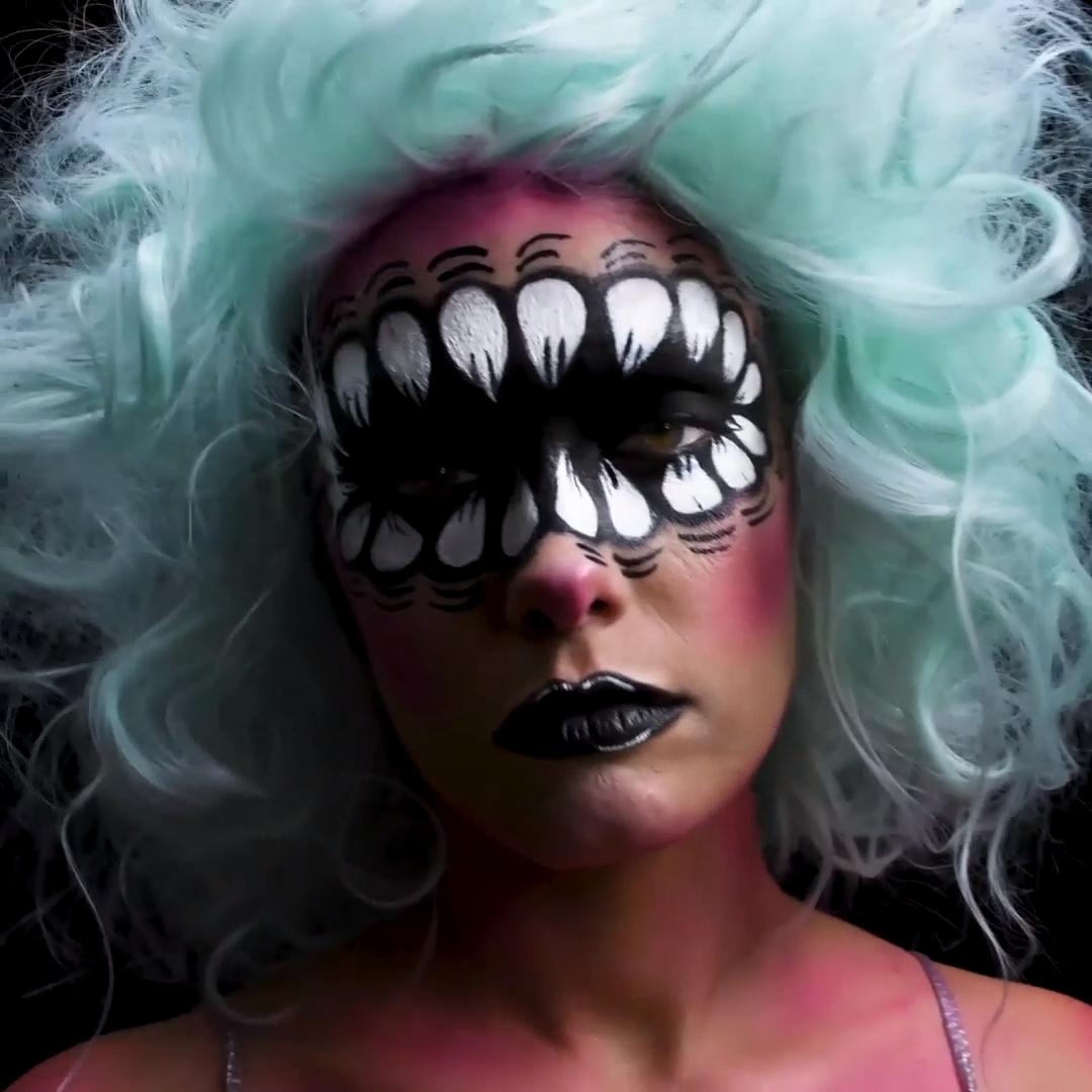 Scary Teeth Halloween Makeup Look #pumkinpaintideas