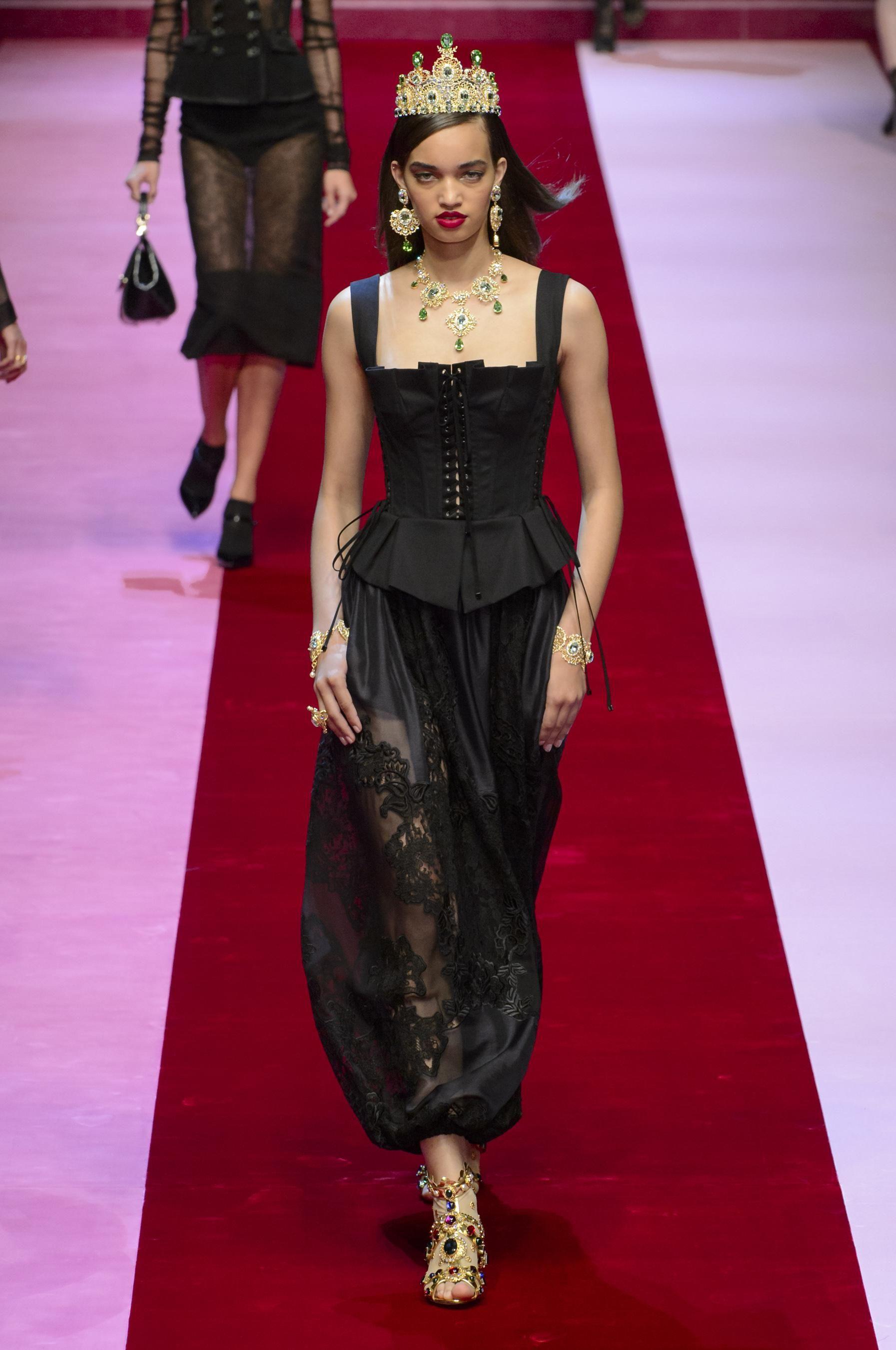 4f9f65189bf4 Défilé Dolce   Gabbana printemps-été 2018 Prêt-à-porter - Madame Figaro