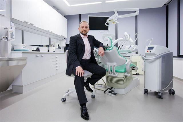 Die All On 4tm Methode Bietet Neue Zahne Die Sich Auf Vier Implantaten Im Kiefer Befinden Und Wie Naturliche Gesunde Zahne Clinic Design Dental Clinic Dental