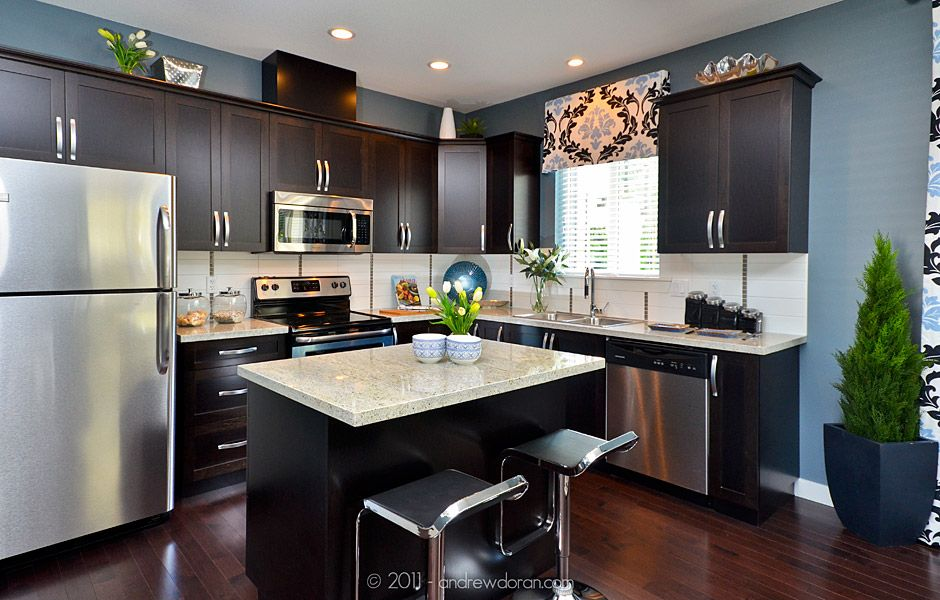 Granite countertops dark cabinets stainless steel for Dark walls in kitchen
