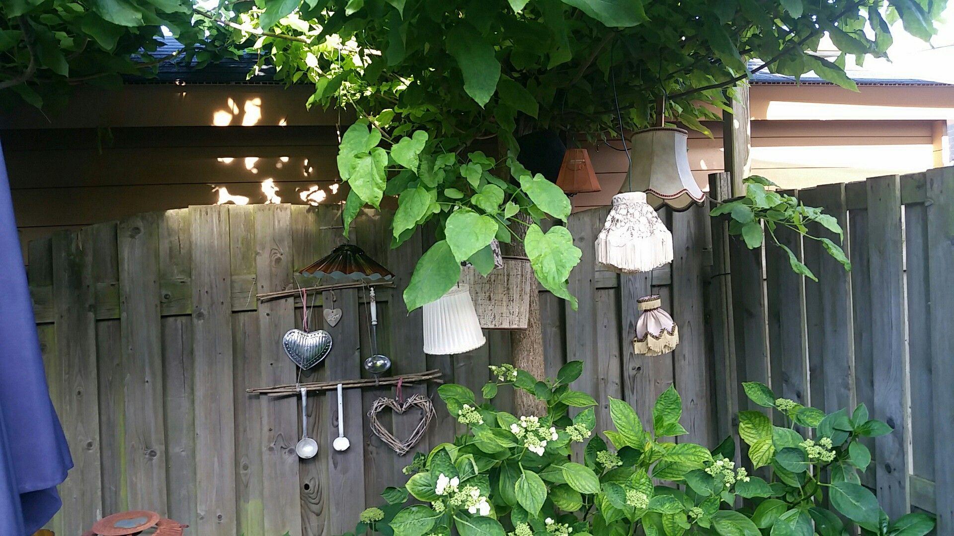 Nieuwe bestemming voor oude lampekappen