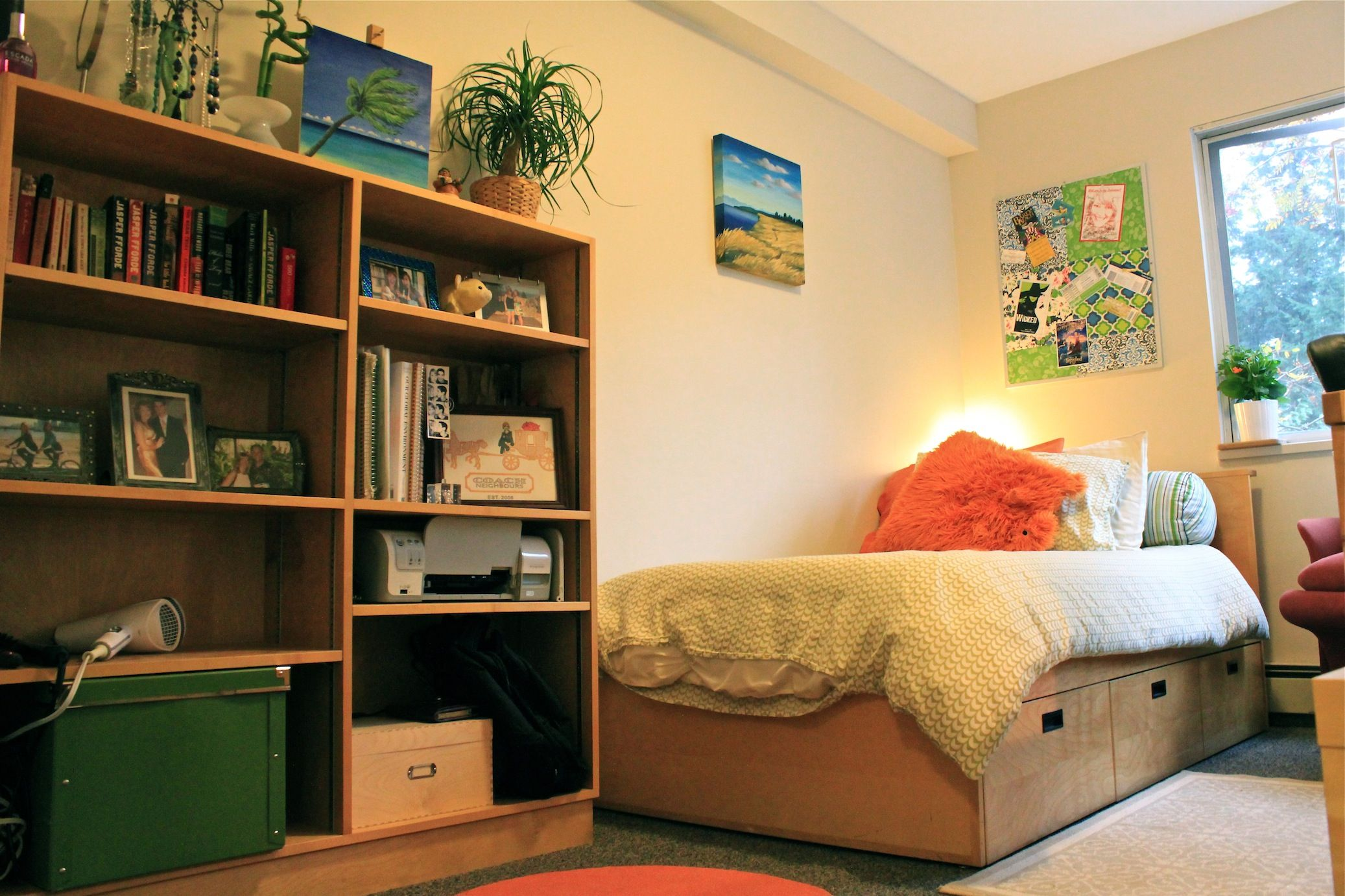 A nice, organized dorm room at the SFU Burnaby campus. http://at.sfu ...