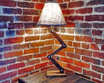 Rustic Wood Arc Table / Desk Lamp von AWalkThroughTheWoods auf Etsy