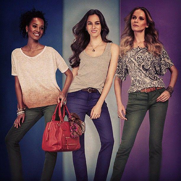 #Calças justas e coloridas continuam em alta! Inclua novos #tons em seu guarda-roupa! #moda #Pernambucanas #2013 - @pernambucanas- #webstagram