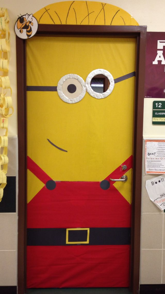 Santa minion classroom door minions pinterest for Puertas decoradas santa claus