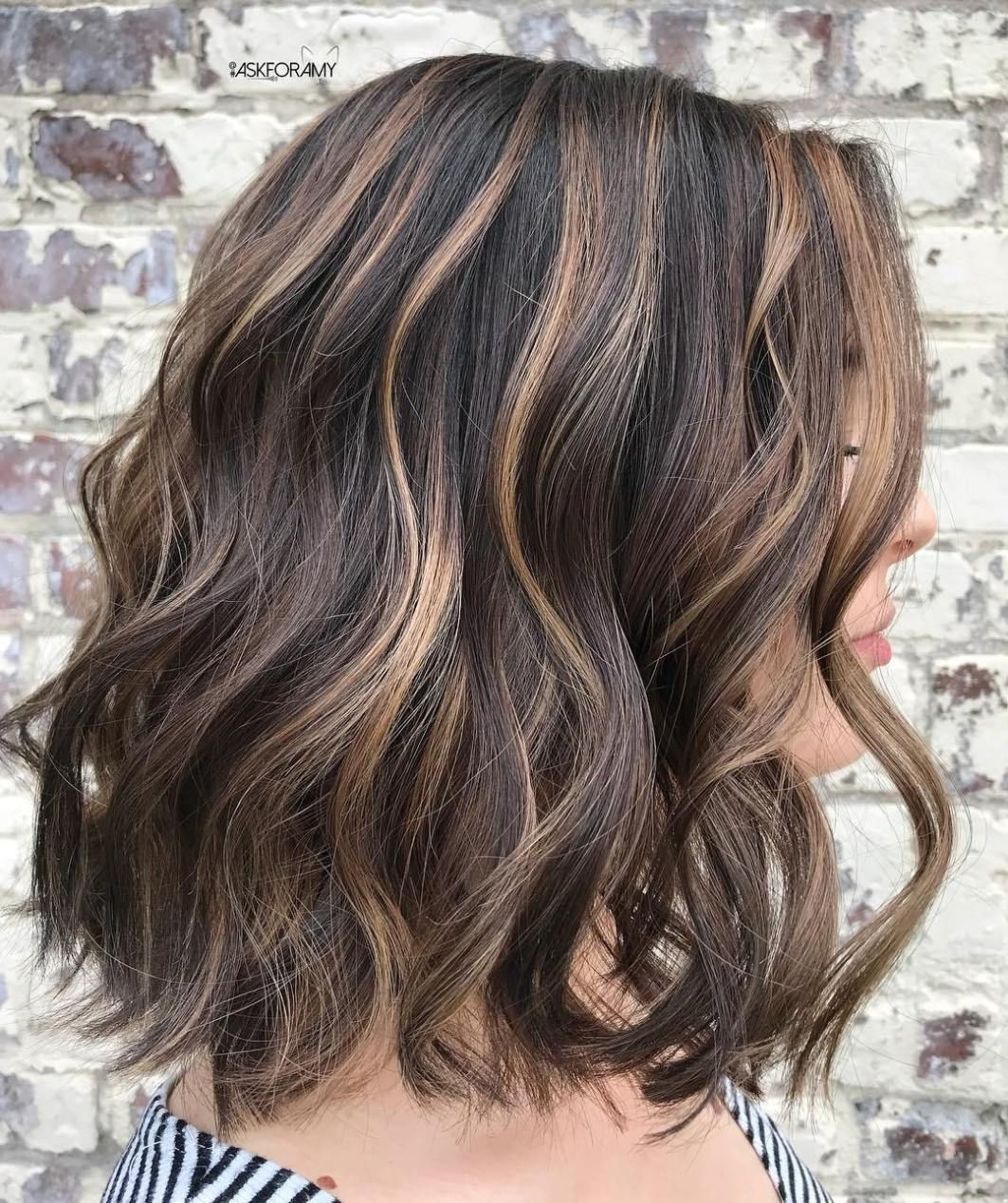 Brown Hairstyle With Beige Highlights Brown Hair With Blonde Highlights Highlights Brown Hair Balayage Highlights Brown Hair Short
