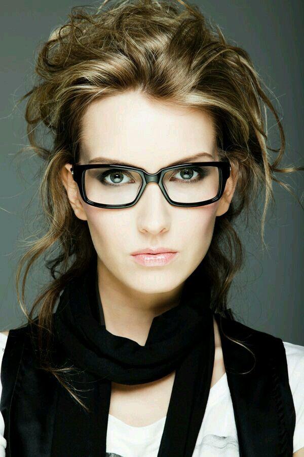 92b6085429 Pin από το χρήστη Sotiria στον πίνακα Women with spectacles ...