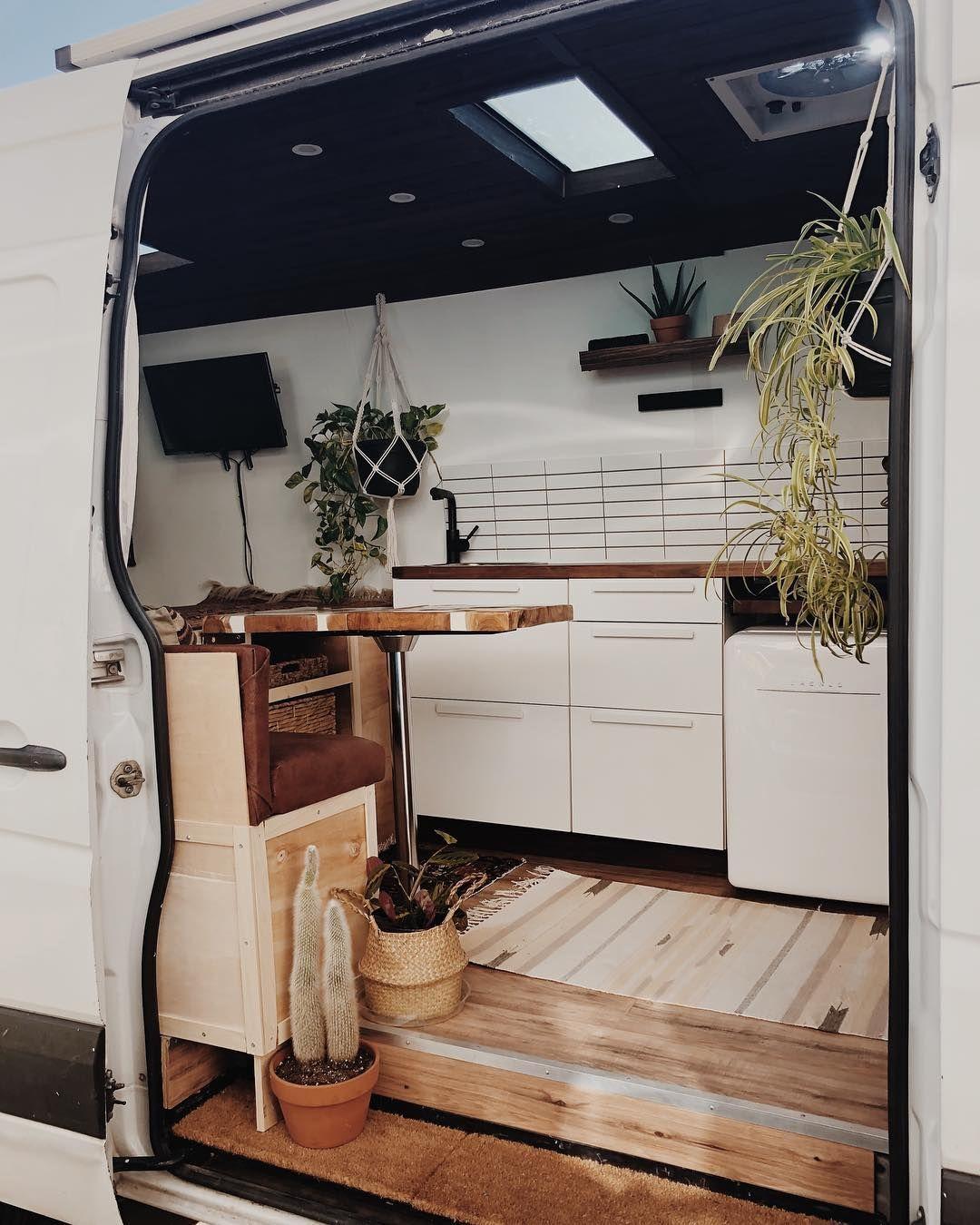 """Photo of Grizelda The Van auf Instagram: """"Dies ist das offiziell fertiggestellte Van-Interieur. Das einzige was fehlt ist die Queen Matratze im Rücken. Insgesamt hat dieser Van-Bau… """""""