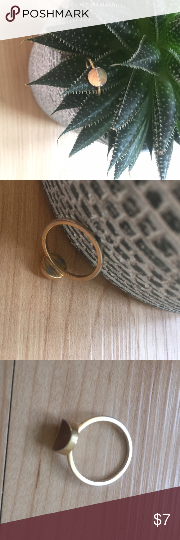 Madewell Gold Tone Facet Ring Size 6/7, shows a few signs of wear—gold coloring has one off on some of edges. Details in the photos. Madewell Jewelry Rings
