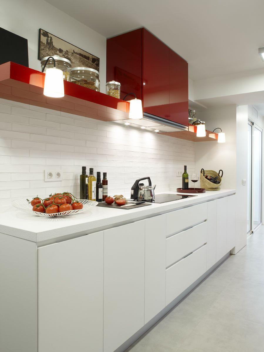 Molins Interiors // cocina - encimera - iluminación - decoración