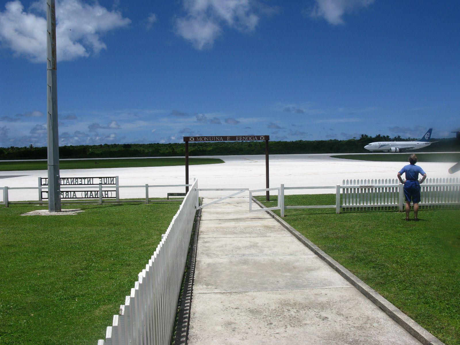The No Stress Airport, Niue
