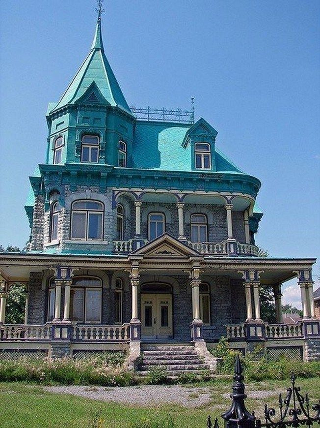 47 Stunning Old Houses Design Ideas For You 13 Fieltro Net Victorian Homes Addams Family House Victorian Style Homes