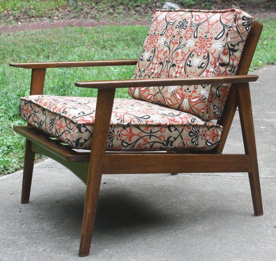 Holzstuhl Aus Den 60er Oder 70er Jahren Im Klassisch Schlichten  Skandinavischen Design. #danish