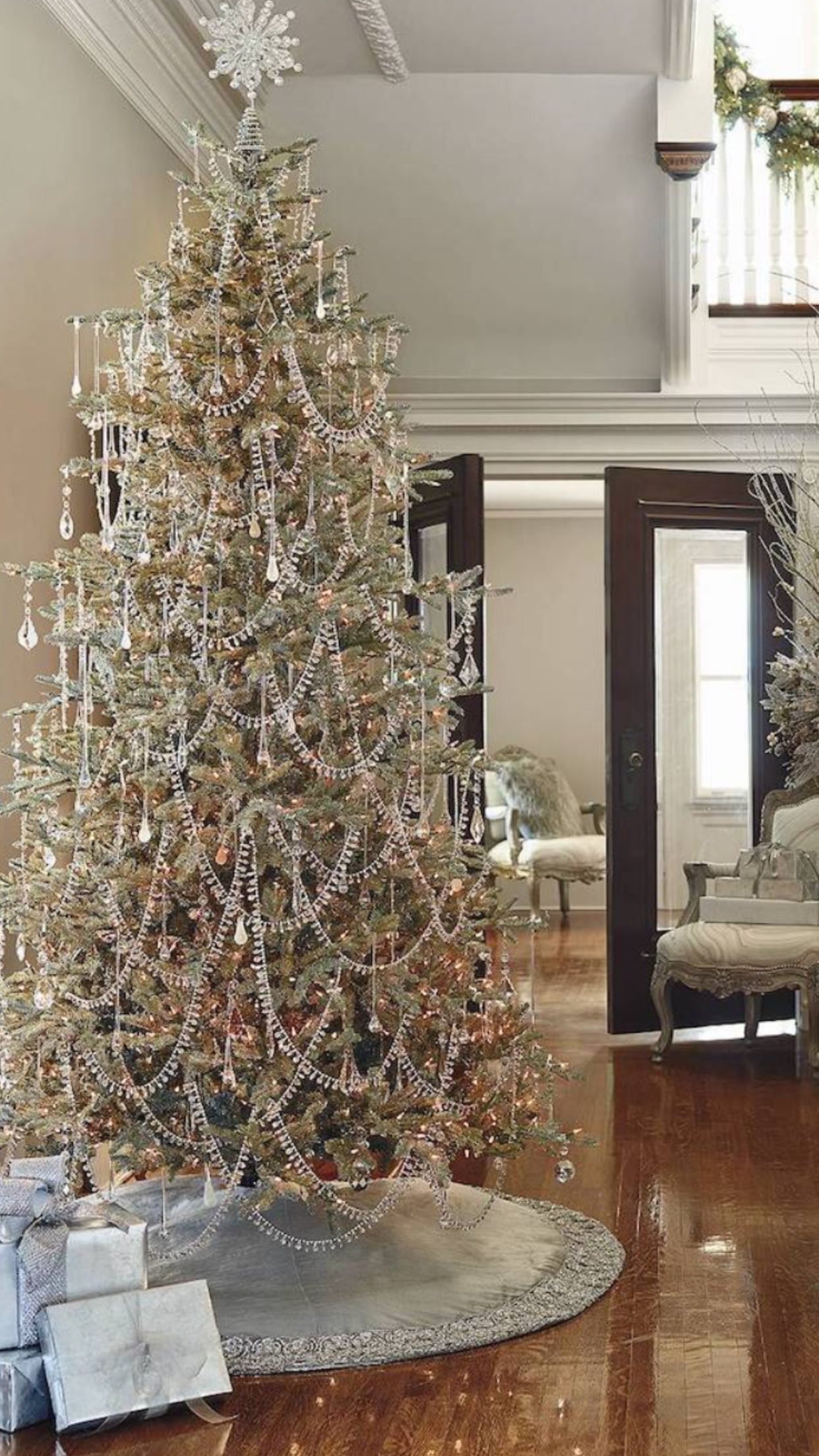 Beautifully Decorated Luxury Living Room 3d Models: Graceful Dazzling White/silver Christmas Tree