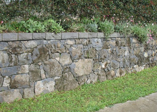 Pin By Jimmy Hughes On Garden Structures Traditional Landscape Retaining Wall Landscape Stone