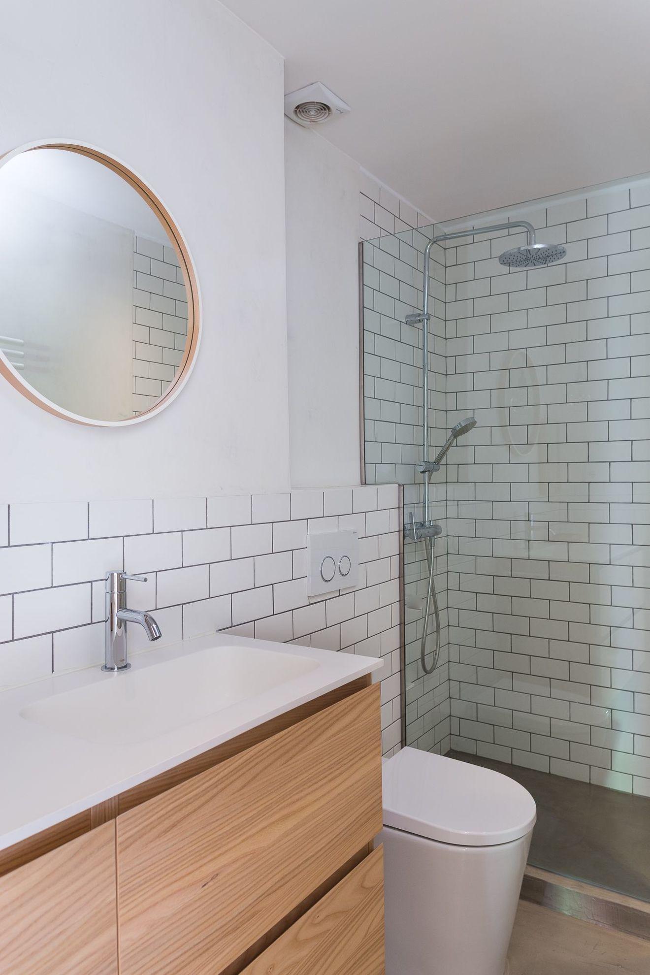 Avec Bains Salle Salle De Bains Avec Wc Cote Maison In 2020 Bathroom Mirror Bathroom