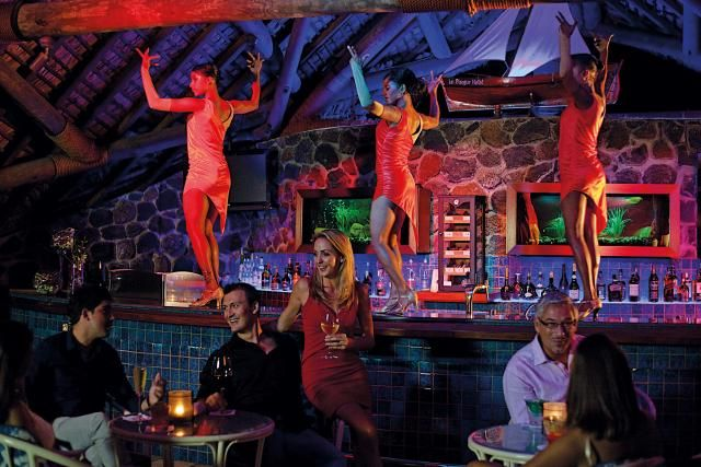 Bar Entertainment - Blue Bar at La Pirogue Resort & Spa, Mauritius