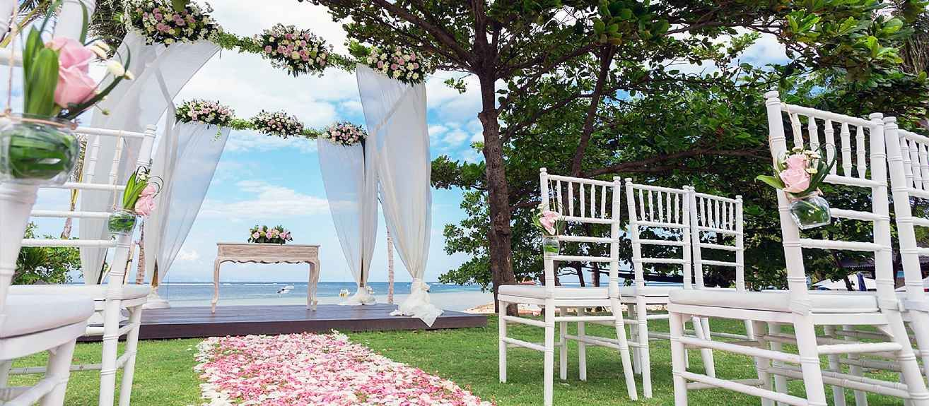 Fabulous ceremony at the beachfront garden, Sanur
