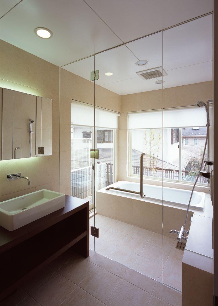 ハイセンスな癒しの空間を演出 ガラス張りのバスルーム バスルーム