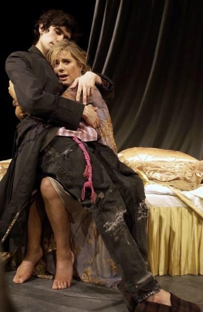 2004 - Ben Whishaw (the Prince) and Imogene Stubbs (Queen Gertrude) in 'Hamlet' @ the Old Vic