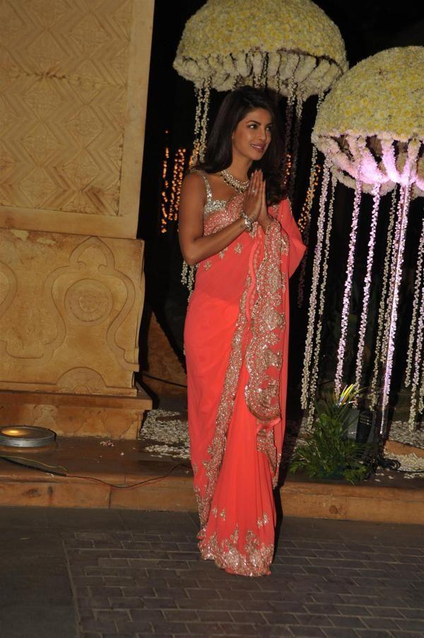 Priyanka, Karisma, Vidya, Sridevi sparkle at the wedding reception of Manish Malhotra's niece - Yahoo Movies India