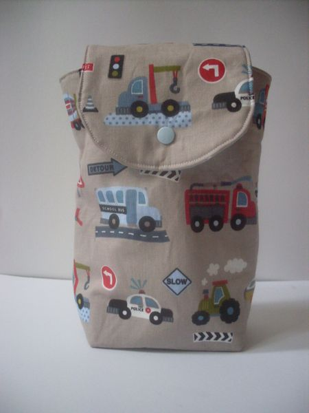 diese Kompakte Windeltasche passt in jeder Hand- und Wickeltasche. PLatz für 3-4 Windel und ein dünnes Packet Feuchttücher. Das schafft Ordnung in ...