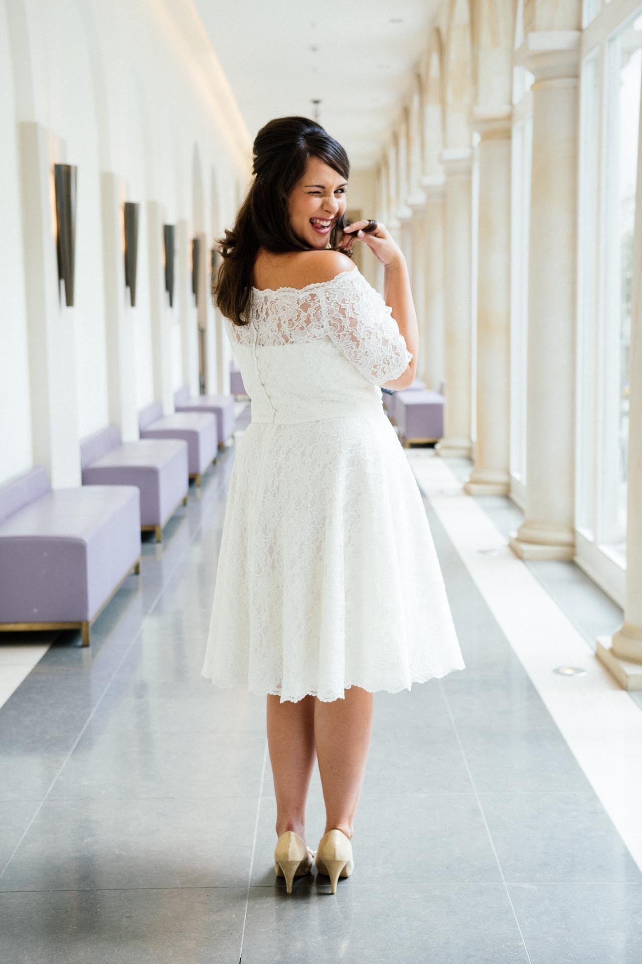 Brautkleider Grosse Grossen Inspirational Brautkleider Grosse Grossen Moderne Hochzeitskleider In 48 Braut Hochzeitskleid Modern Brautkleid Kurz