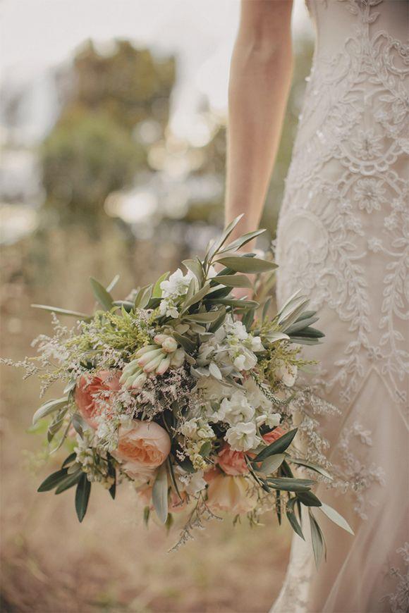 Bouquet Sposa Ulivo.Bouquet Sposa Con Rami Di Ulivo E Fiori Bianchi E Rosa Cipria