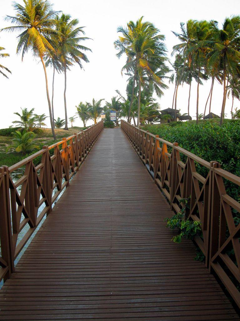 Ponte  para a praia- Mar de Sauipe- Bahia