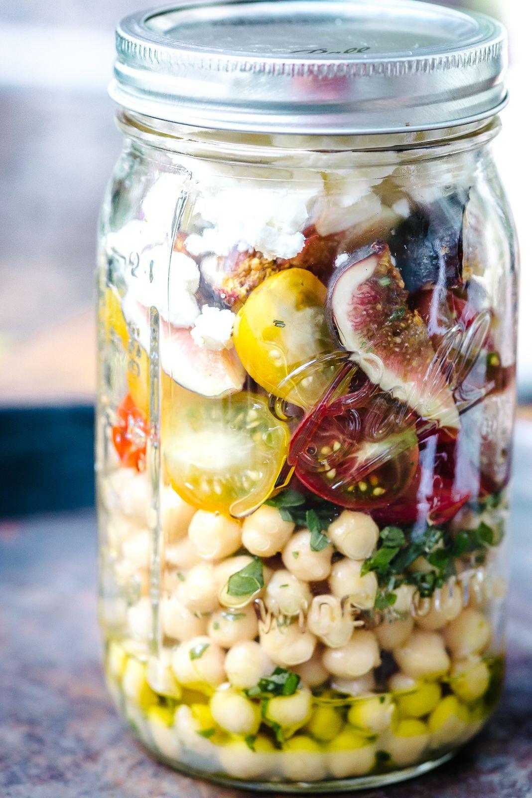 Kräuterkichererbsen mit bunten Tomaten, Feigen und Ziegenkäse – Luisa Zeltner