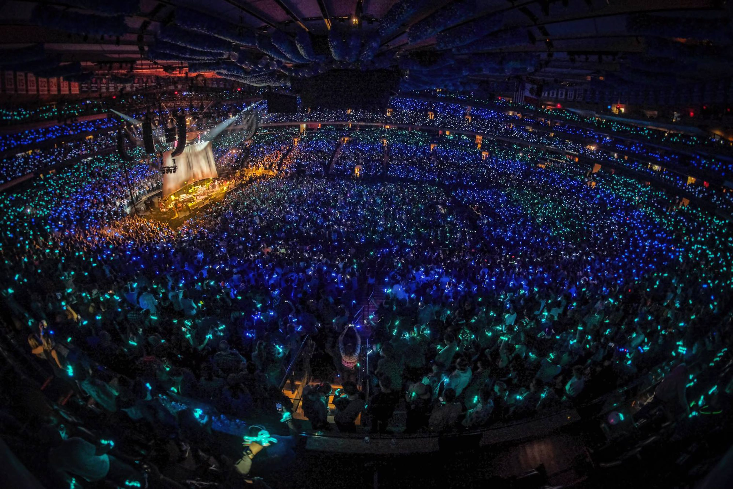 Phish Concert Live In New York City At Madison Square Garden Lighting Up Fans With Xylobands Led Wristbands Provided And Concert Madison Square Garden Event
