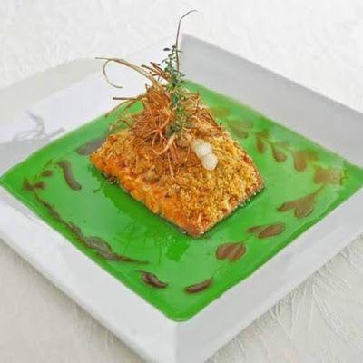 """♥ Deliciosa receita de """"Salmon em Crosta de Pinhão"""" by Cheff Junior Costa ♥  http://paulabarrozo.blogspot.com.br/2015/06/deliciosa-receita-de-salmon-em-crosta.html"""