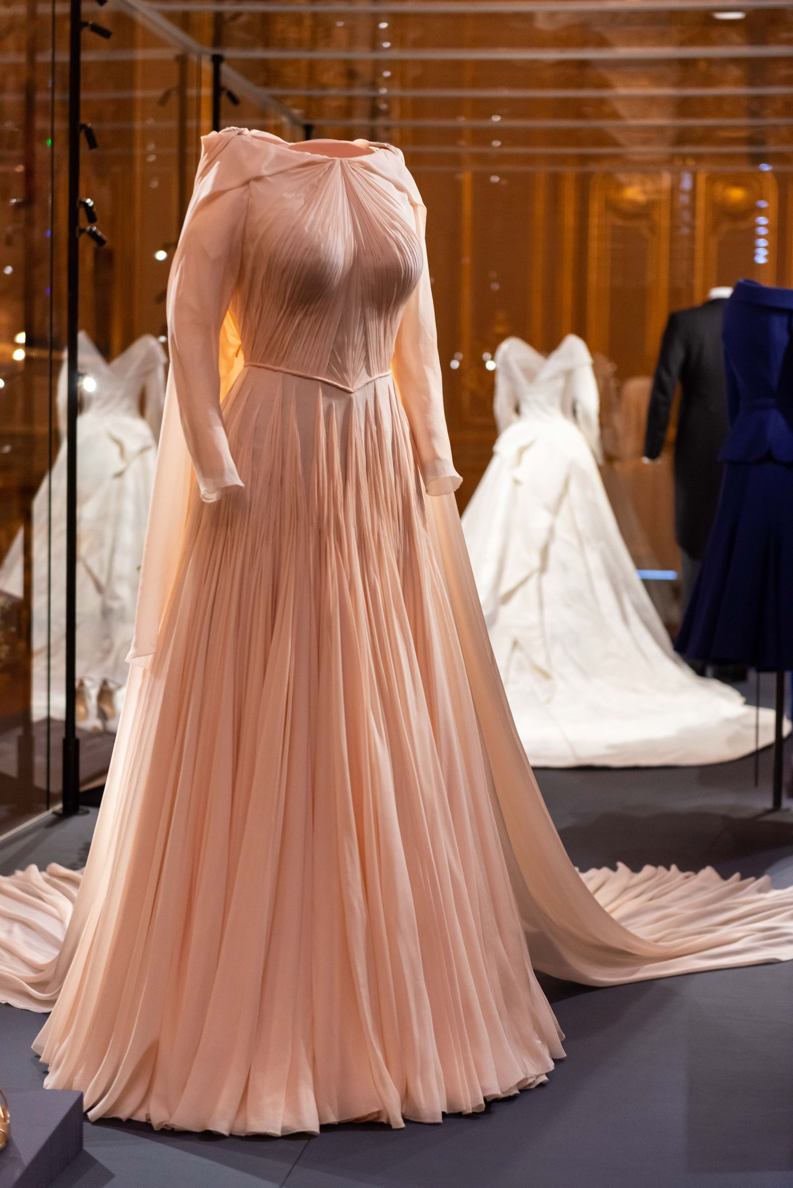 Great News You Can Now See Princess Eugenie S Beautiful Wedding Dress Up Close Second Wedding Dresses Royal Wedding Dress Eugenie Wedding