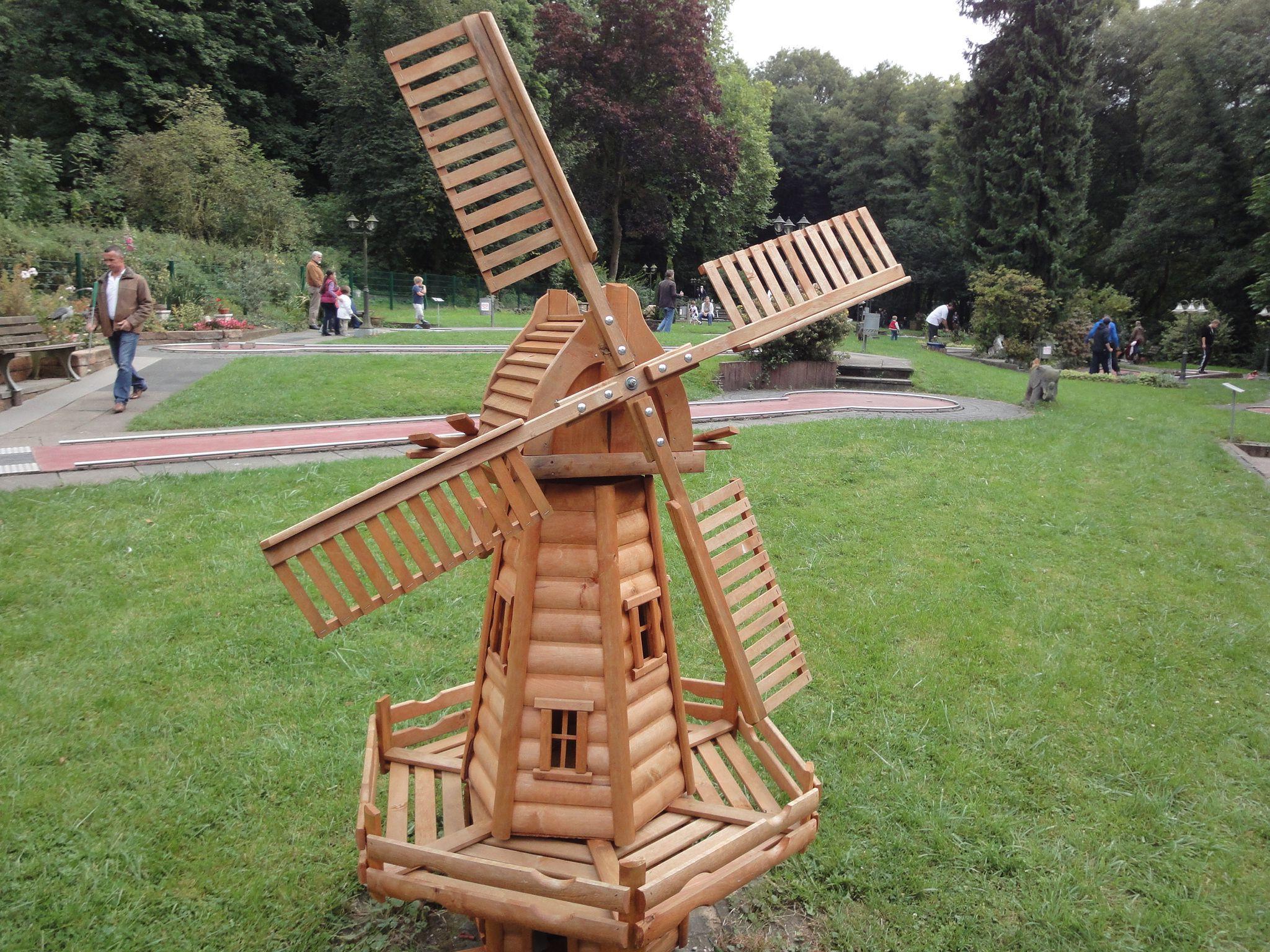 Holzwindmuhle Auf Der Minigolf Anlage Badgodesberg Http Www Ausflugsziele Nrw Net Minigolf Bad Godesberg Aussenwohnbereiche Windmuhle Garten