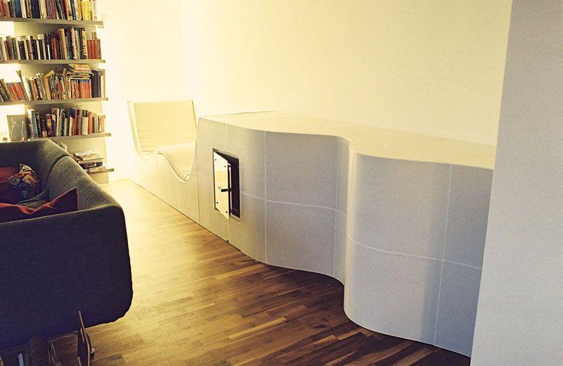 kachelofen vorarlberg 1 geschwungener weisser ofenk rper mit integrierter leicht temperierter. Black Bedroom Furniture Sets. Home Design Ideas