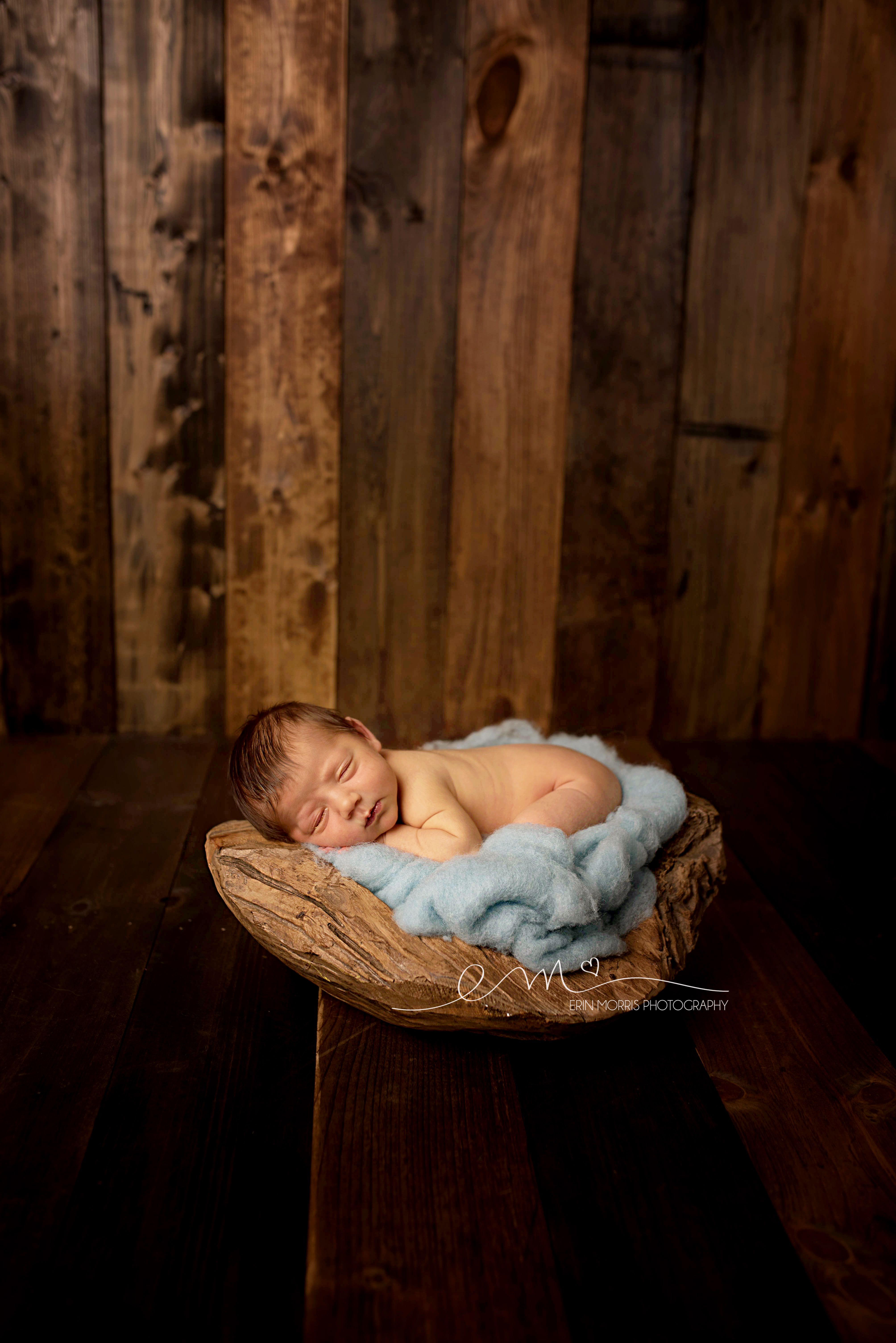 Wood backdrop newborn photography newborn pose newborn posing bowl maryland newborn