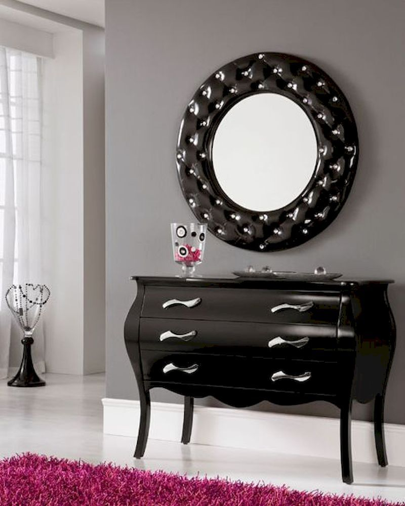 Charmant Modern Console Table And Mirror Set In Black. The Console Table Rose To  Poularity During The Baroque Period And Is Still Prevalent In Many Modern  Settings.