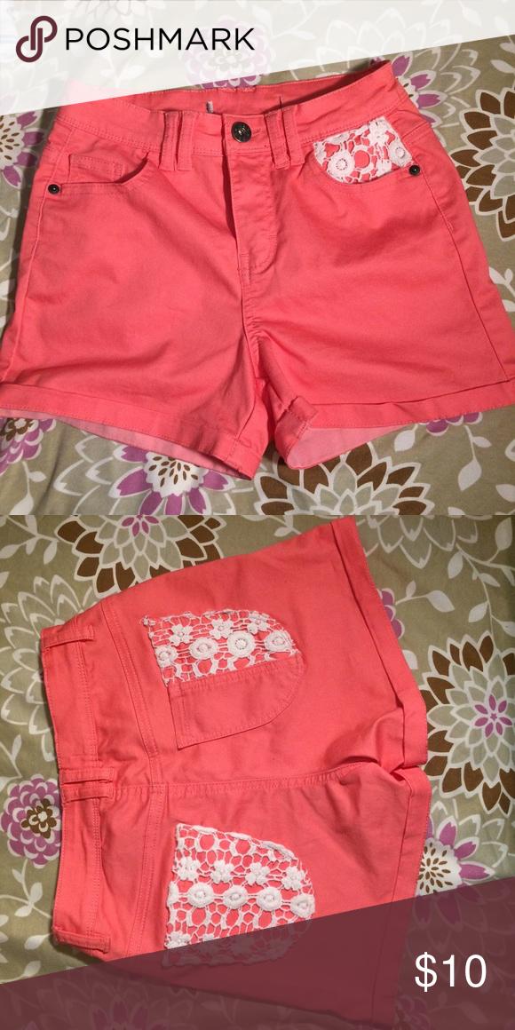 Coral High-waist Shorts Coral High-waist Shorts with crotchet pattern on pockets. Shorts