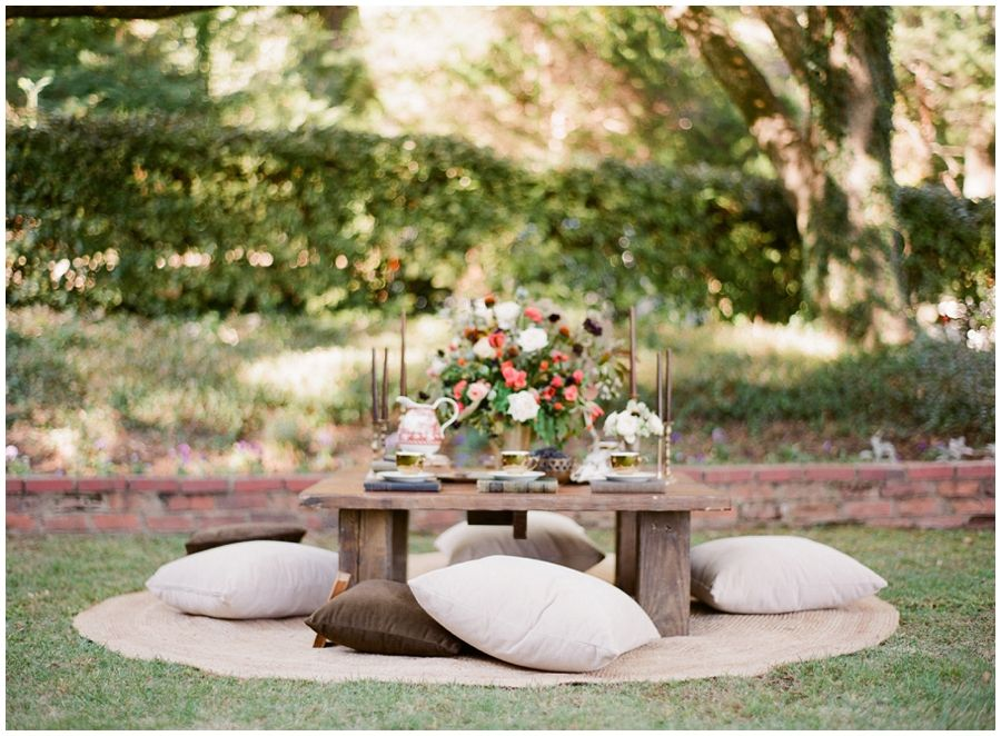 A Casual Table Set Up Can Make An Outdoor Party Feel Intimate And Cozy